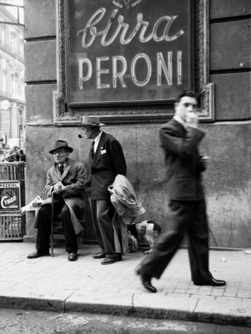 men-in-a-street-of-napoli