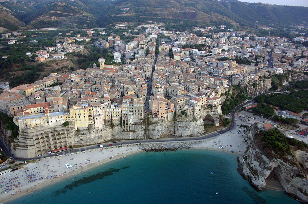 Tropea one of the pearls of the mediterranean italia mia for Piscine falaise