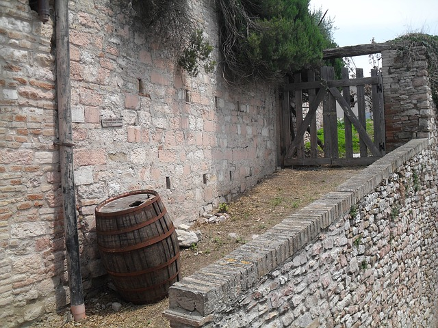 assisi, barrel, gate