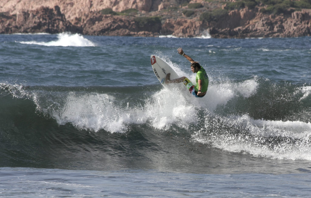 surfing italy